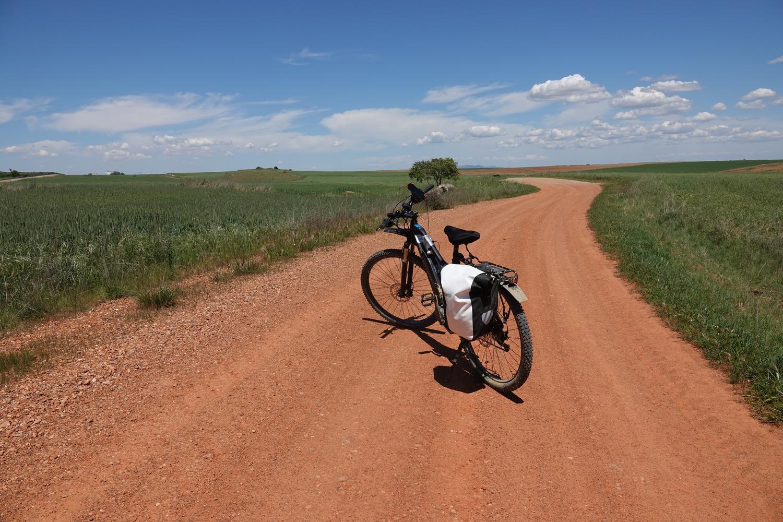 Ervaar de rust en ruimte tijdens het fietsen door Extremadura en geniet van de mooie landschappen en dorpjes