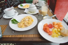 An omelete & some fruits. When I travel outside of the US, I suspend my pescetarian lifestyle in order to experience each country's culinary culture.