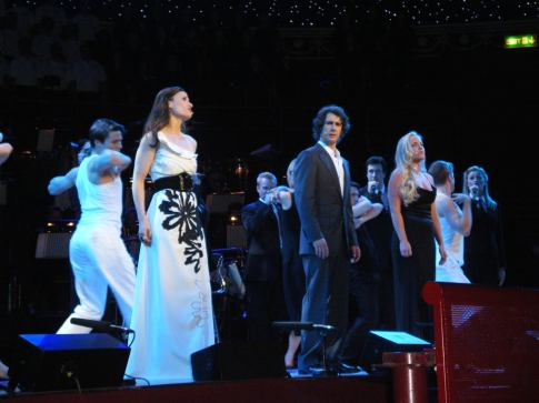 Idina Menzel, Josh Groban, Kerry Ellis & Tiffany