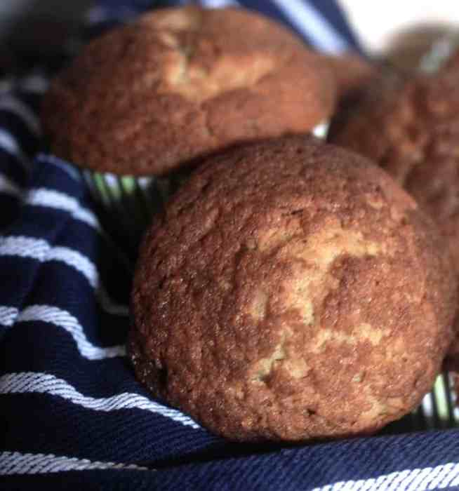 Toasted cinnamon crunch banana muffins - www.tiffinandteaofficial.com