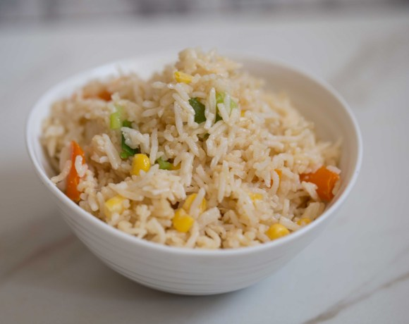egg fried rice in bowl