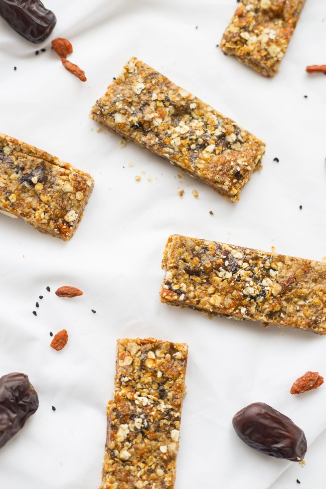 Sunnah Inspired Date, Honey and Black Seed Cereal Bar