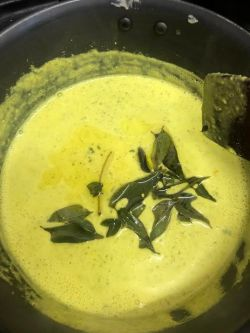 Curry leaves added to yoghurt soup
