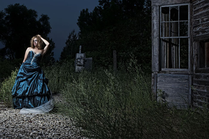 Brett Stoddart - Portrait Photography In An Abandoned Building