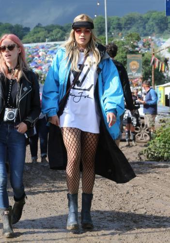 glastonbury--quel-uniforme-de-festival-pour-les-stars--photo-9