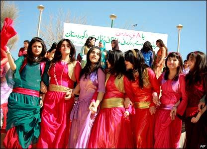 _44478068_kurds416ap.jpg