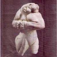 """Asombrosa escultura de un """"hombre leon"""" de 5,000 años de antiguedad..."""