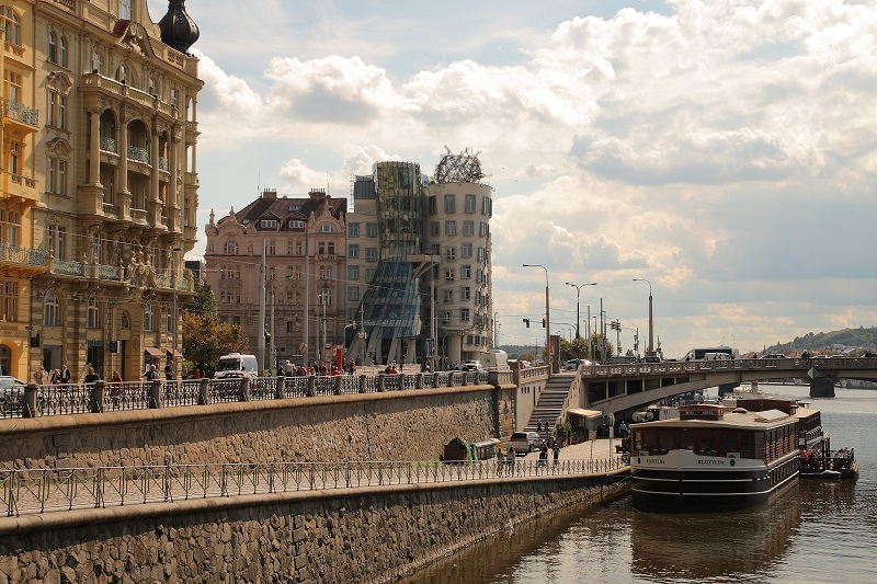 Prague walking itinerary dancing house