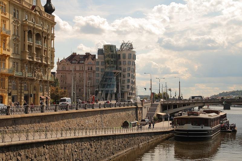 Prague walking itinerary dancing house