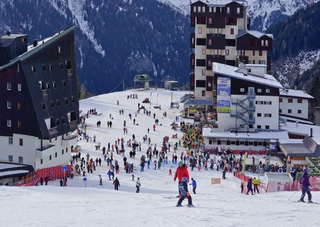 Cheap ski holidays Ryanair Foppolo