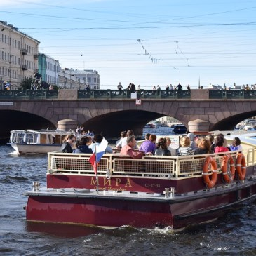 Drawbridges and canals Midnight cruise in Saint Petersburg