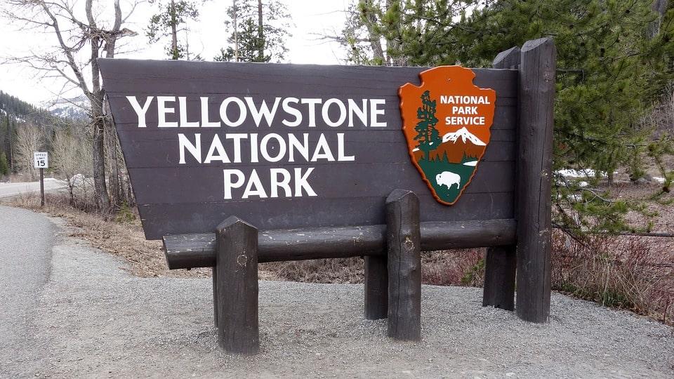 Yellowstone Itinerary 4 days sign
