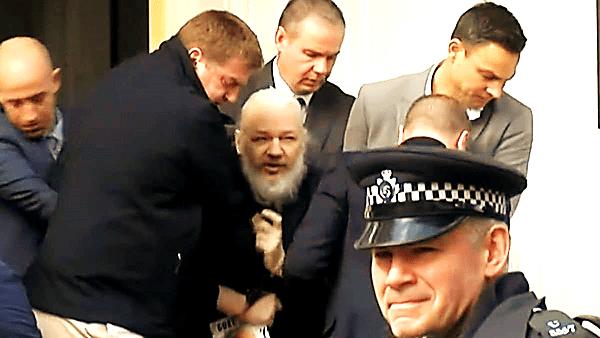 Assange bị cảnh sát Anh bắt giữ, dẫn giải ra khỏi  Đại sứ quán Ecuador.