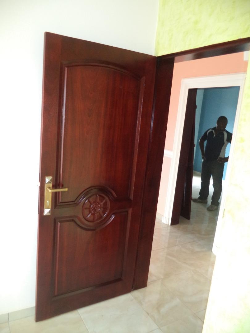 les portes en bois massif cameroun