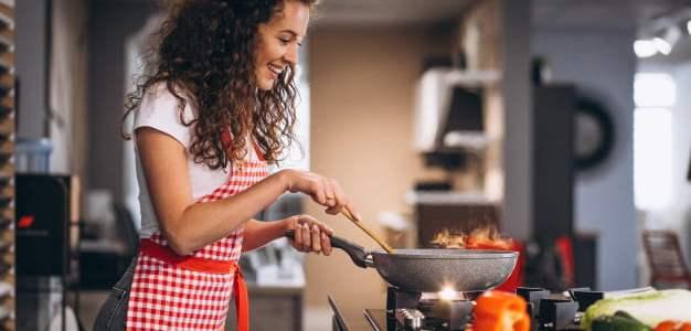 كيف يمكن للسيدات ربح المال في مجال الطهي