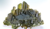 خصائص معدن الإيبيدوت وأماكن تواجده واستخداماته العلاجية والصناعية
