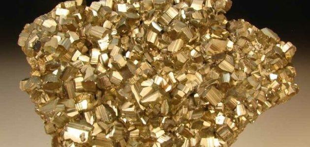 خصائص معدن البيريت واستخدامات معدن البيريت تبعاً لخصائصه