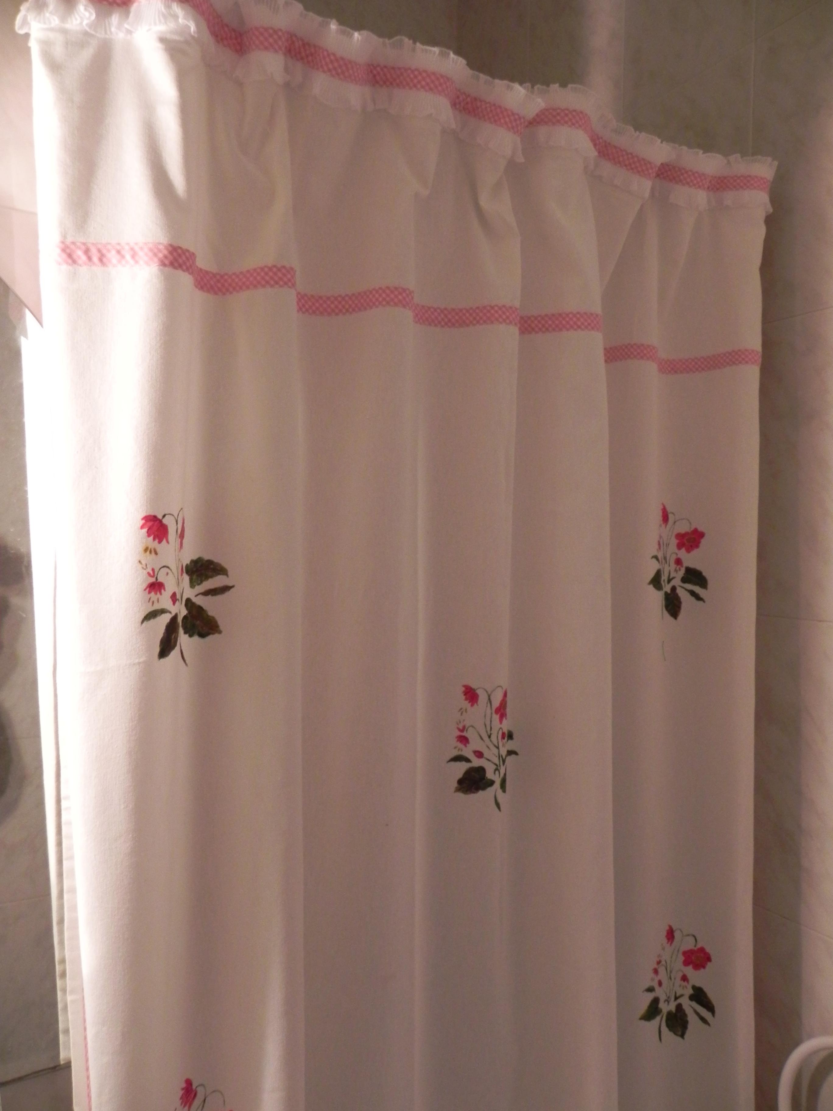 Cortina de ducha pintada  Tijeras y cuchara