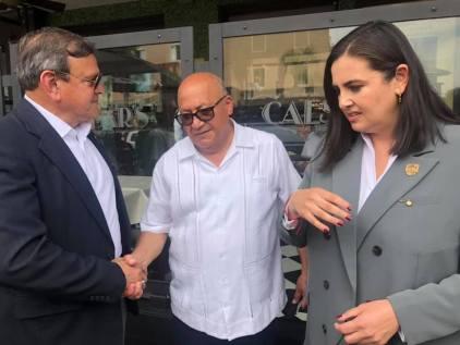 ATESTIGUA KARLA RUIZ MACFARLAND ENTREGA DE BICICLETAS Y CAMISAS A POLICÍA TURÍSTICA..1