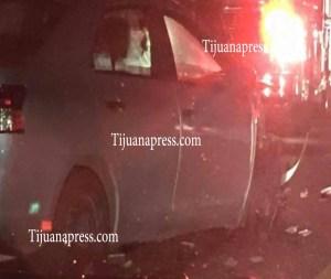 choca patrulla municipal con tres carros