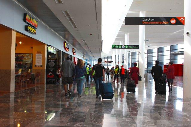 Reabren aeropuerto de Tijuana