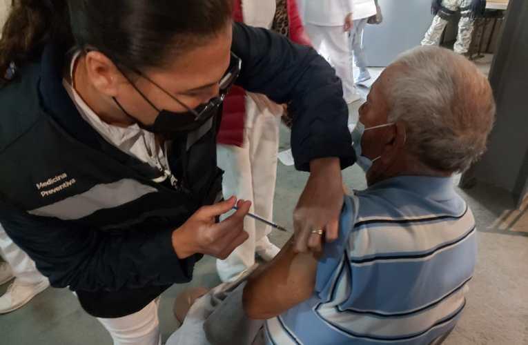 Chile sigue punteando en vacunación de América