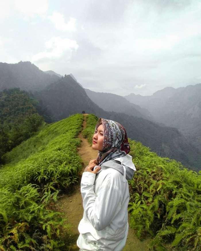 foto keindahan lokasi puncak watu jengger mojokerto