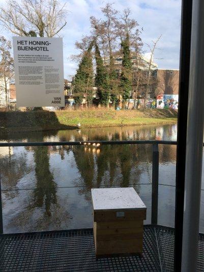 Van Abbemuseum: Bijenhotel