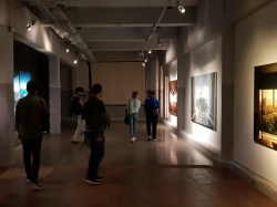 De galerie op de tweede verdieping.