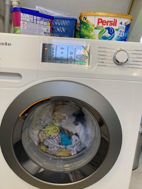Een foto van het bedieningspaneel van de Miele GuideLine wasmachine.