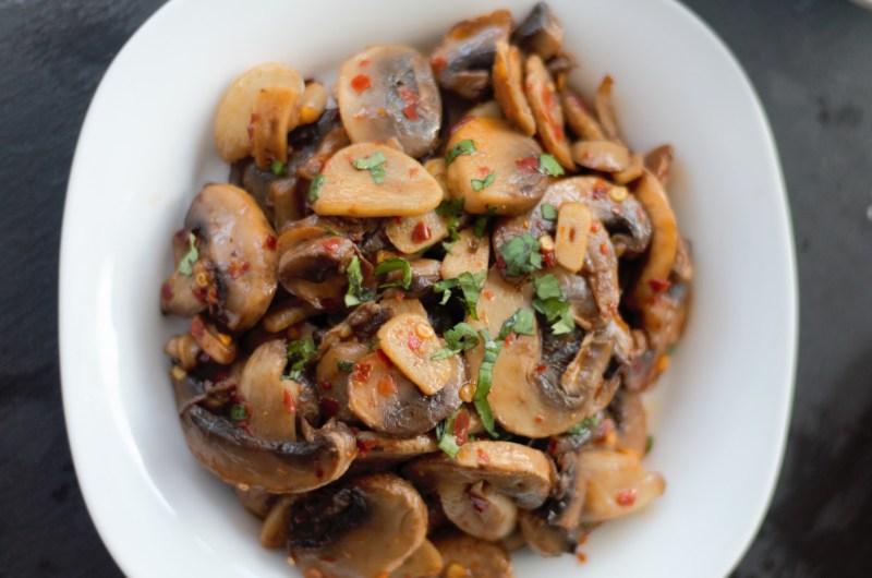Spanish Garlic Mushrooms(Champinones Al Ajillo)