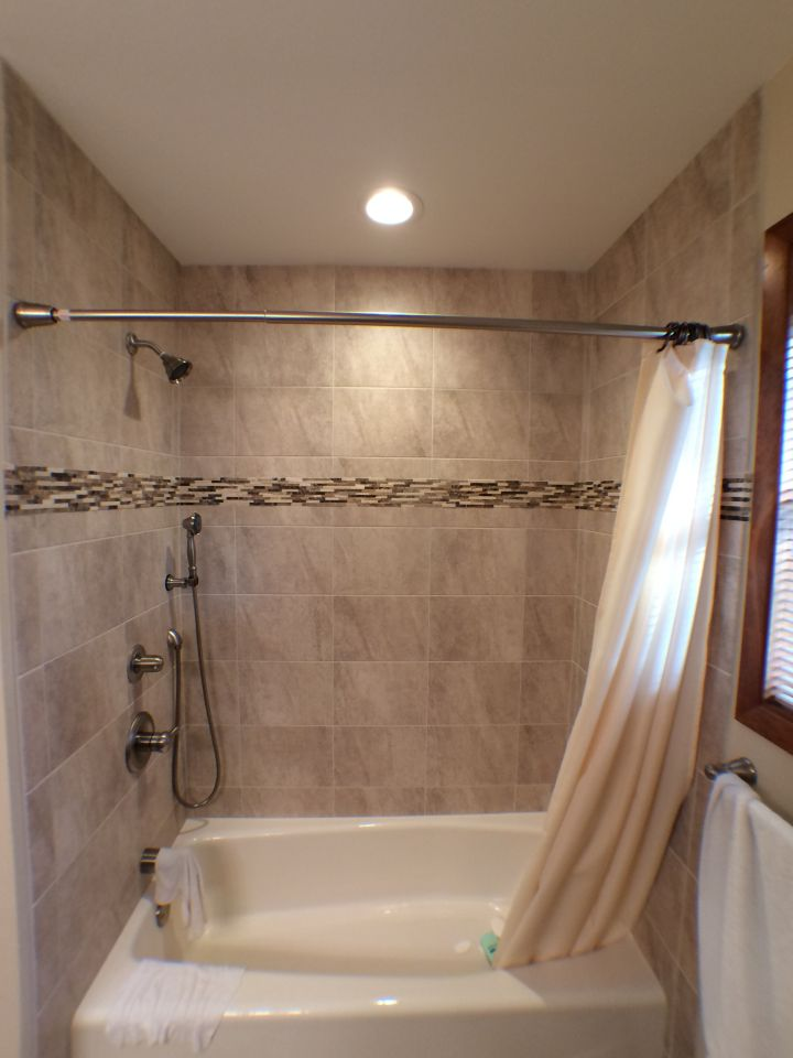 Neutral Tile And Stone Accent On Tile Tub Surround N