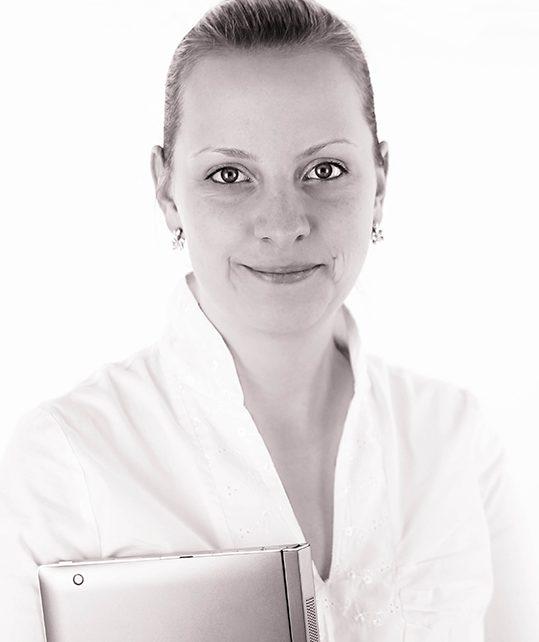 Kneitner Lea - okleveles nemzetközi és igazságügyi adószakértő
