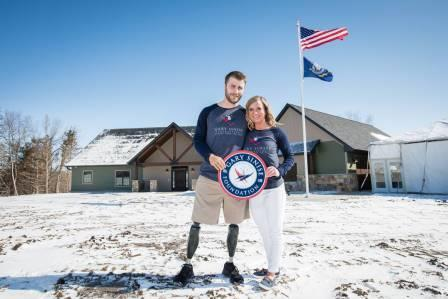 U.S. Navy EOD Tech Taylor Morris and his wife, Danielle