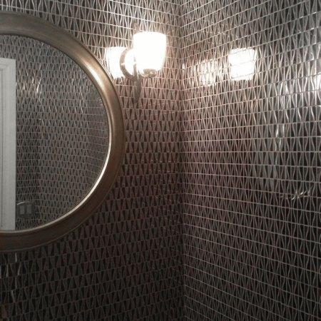 Zebra Metal Mosaic installed in a bathroom