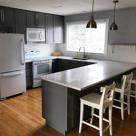 "Soho White 2"" Hexagon Mosaic installed as a kitchen backsplash"