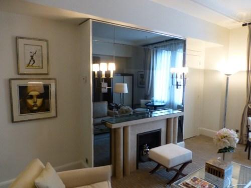Prince de Gaulles Macassar Suite - Living Room Fire Place and TV