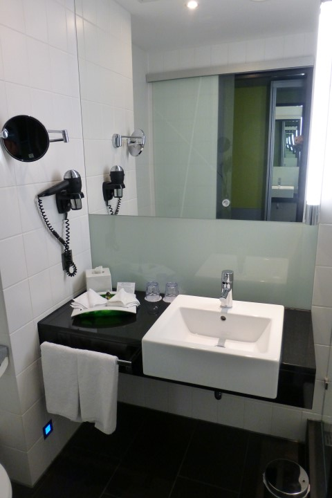 Holiday Inn Bern-Westside Efficient Bathroom
