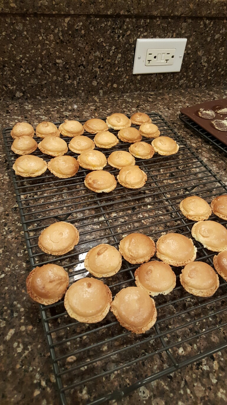 Cooling French macarons