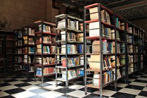 Gut sortierte Bücherei