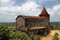 Die alte Kirche von draußen ...