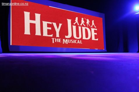 hey-jude-the-musical-0078