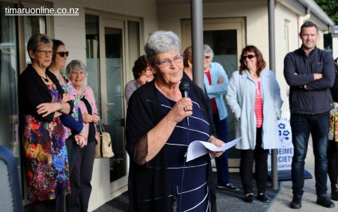 Alzheimers SC president, Diane Nutsford, thanks attendees for assisting in the funding and construction of the Park Centre project.