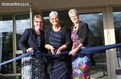 Rangitata MP Jo Goodhew, Alzheimers SC president Diane Nutsford, and Alzheimers SC patron officially open the Park Centre.