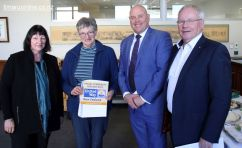 Suzanne Cullimore & Marian Blanchard (Timaru Citizens Advice Bureau), mayor Damon Odey, and United Way NZ CEO Don Oliver.