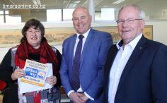 Heather Woolstencroft (SC Women's Wellness) with mayor Damon Odey & United Way NZ CEO, Don Oliver.