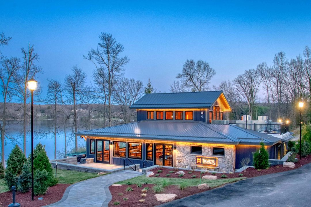 Find fresh-made craft cocktails, and delectable dining in Deep Creek.