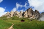 5.-Hiking-Trail-in-the-Dolomites-300x200
