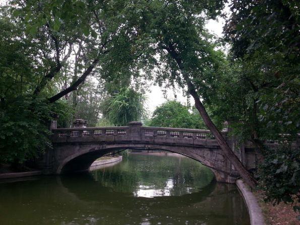 mopana-a bridge-in-a-park-01