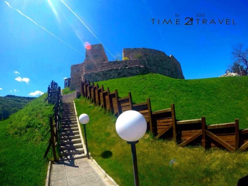 Стълбище, водещо към крепостта